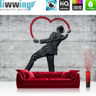 liwwing Vlies Fototapete 312x219cm PREMIUM PLUS Wand Foto Tapete Wand Bild Vliestapete - Illustrationen Tapete Holzwand Holz Wand Mann Spray Kunst Schrift schwarz weiß - no. 2515