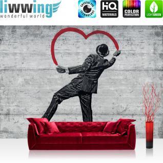 liwwing Vlies Fototapete 416x254cm PREMIUM PLUS Wand Foto Tapete Wand Bild Vliestapete - Illustrationen Tapete Holzwand Holz Wand Mann Spray Kunst Schrift schwarz weiß - no. 2515