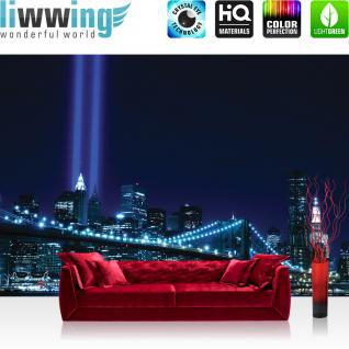 liwwing Vlies Fototapete 350x245 cm PREMIUM PLUS Wand Foto Tapete Wand Bild Vliestapete - Manhattan Tapete Skyline Bridge Night Lightning blau Manhattan - no. 329