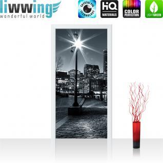 liwwing Vlies Türtapete 91x211 cm PREMIUM PLUS Tür Fototapete Türposter Türpanel Foto Tapete Bild - Laterne Nacht New York - no. 843