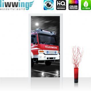 liwwing Türtapete selbstklebend 91x211 cm PREMIUM PLUS Tür Fototapete Türposter Türpanel Foto Tapete Bild - Feuerwehr Auto Nacht Mond - no. 541