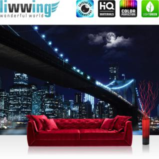 liwwing Vlies Fototapete 152.5x104cm PREMIUM PLUS Wand Foto Tapete Wand Bild Vliestapete - New York Tapete Brooklyn Bridge Manhattan Nacht Skyline Mond blau - no. 3284