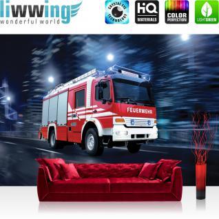 liwwing Vlies Fototapete 300x210 cm PREMIUM PLUS Wand Foto Tapete Wand Bild Vliestapete - Skylines Tapete Feuerwehr Auto Nacht Lichter rot - no. 535