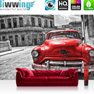liwwing Vlies Fototapete 416x254cm PREMIUM PLUS Wand Foto Tapete Wand Bild Vliestapete - Autos Tapete Auto Vintage Gebäude rot - no. 3130