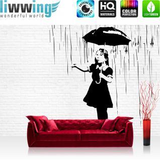 liwwing Vlies Fototapete 416x254cm PREMIUM PLUS Wand Foto Tapete Wand Bild Vliestapete - Illustrationen Tapete Mädchen Regen Regenschirm Steinwand Stein Wand schwarz weiß - no. 1880