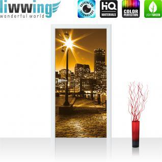 liwwing Vlies Türtapete 91x211 cm PREMIUM PLUS Tür Fototapete Türposter Türpanel Foto Tapete Bild - Laterne Nacht New York - no. 861