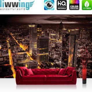 liwwing Fototapete 254x168 cm PREMIUM Wand Foto Tapete Wand Bild Papiertapete - Skylines Tapete Panorama Skyline Häuser Straßen Nacht Lichter braun - no. 952