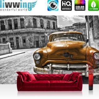 liwwing Vlies Fototapete 416x254cm PREMIUM PLUS Wand Foto Tapete Wand Bild Vliestapete - Autos Tapete Auto Oldtimer Taxi Gebäude Straße Wolken Schatten grau - no. 1460