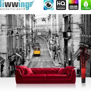 liwwing Vlies Fototapete 312x219cm PREMIUM PLUS Wand Foto Tapete Wand Bild Vliestapete - Stadt Tapete Straßenbahn Altstadt Gassen schwarz - weiß - no. 3286