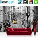 liwwing Vlies Fototapete 152.5x104cm PREMIUM PLUS Wand Foto Tapete Wand Bild Vliestapete - Stadt Tapete Straßenbahn Altstadt Gassen schwarz - weiß - no. 3286