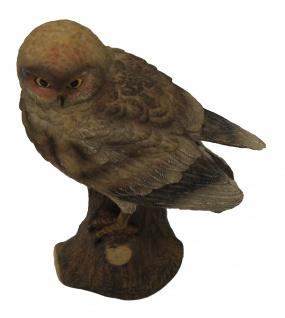 Eulenfigur hübsche deorative Figur die auf einem Baumstamm sitzt