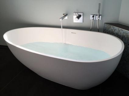 Freistehende Badewanne Luino aus Mineralguss in glänzend von Bädermax
