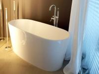 Freistehende Badewanne Bellagio aus Mineralguss in glänzend von Bädermax