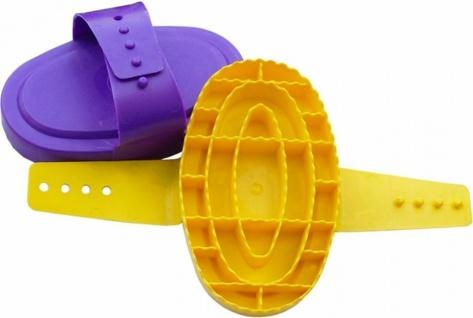 Plastikstriegel Rundstriegel Striegel Handschlaufe 16 x 19 cm viele Farben