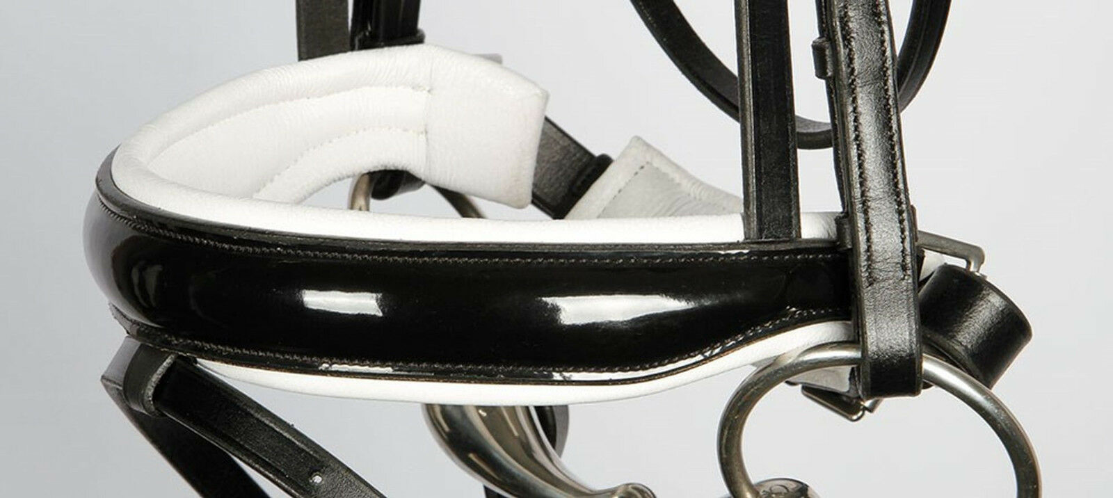 Harrys Horse Schwedische Trense Classic Round Leder Lack Kristalle