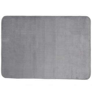Weicher und glatter Velours-Teppich, schöner skandinavischer Stil