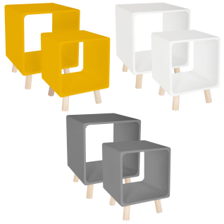 Set von Nachttischen in weißer Farbe, geometrische Formen Quadrate, universell einsetzbar als Tische und Regale.