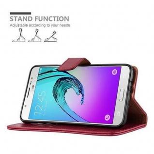 Cadorabo Hülle für Samsung Galaxy J7 2016 in WEIN ROT - Handyhülle mit Magnetverschluss, Standfunktion und Kartenfach - Case Cover Schutzhülle Etui Tasche Book Klapp Style - Vorschau 5