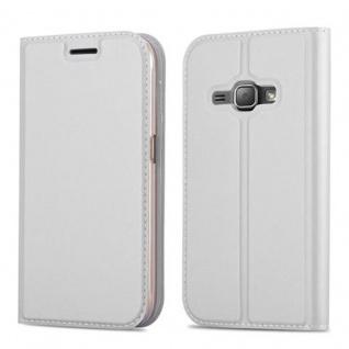 Cadorabo Hülle für Samsung Galaxy J1 2016 in CLASSY SILBER - Handyhülle mit Magnetverschluss, Standfunktion und Kartenfach - Case Cover Schutzhülle Etui Tasche Book Klapp Style