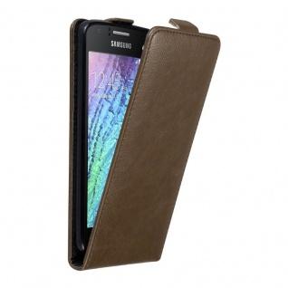 Cadorabo Hülle für Samsung Galaxy J1 2015 in KAFFEE BRAUN Handyhülle im Flip Design mit unsichtbarem Magnetverschluss Case Cover Schutzhülle Etui Tasche Book Klapp Style