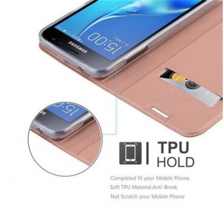 Cadorabo Hülle für Samsung Galaxy J3 2016 in CLASSY ROSÉ GOLD - Handyhülle mit Magnetverschluss, Standfunktion und Kartenfach - Case Cover Schutzhülle Etui Tasche Book Klapp Style - Vorschau 2