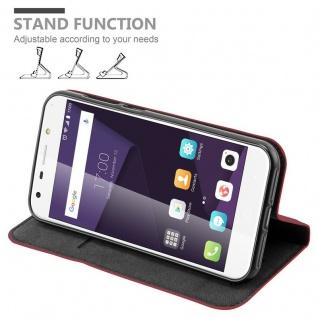 Cadorabo Hülle für ZTE BLADE A6 in APFEL ROT Handyhülle mit Magnetverschluss, Standfunktion und Kartenfach Case Cover Schutzhülle Etui Tasche Book Klapp Style - Vorschau 4
