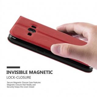 Cadorabo Hülle für Samsung Galaxy J1 2015 in SAFRAN ROT - Handyhülle mit Magnetverschluss, Standfunktion und 2 Sichtfenstern - Case Cover Schutzhülle Etui Tasche Book Klapp Style - Vorschau 4