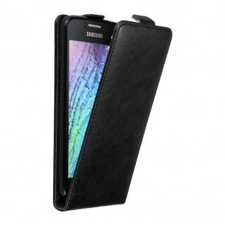 Cadorabo Hülle für Samsung Galaxy J1 2015 in NACHT SCHWARZ - Handyhülle im Flip Design mit unsichtbarem Magnetverschluss - Case Cover Schutzhülle Etui Tasche Book Klapp Style
