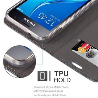 Cadorabo Hülle für Samsung Galaxy J1 2016 in GRAU SCHWARZ - Handyhülle mit Magnetverschluss, Standfunktion und Kartenfach - Case Cover Schutzhülle Etui Tasche Book Klapp Style - Vorschau 3