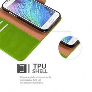 Cadorabo Hülle für Samsung Galaxy J1 2015 in GRAS GRÜN - Handyhülle mit Magnetverschluss, Standfunktion und Kartenfach - Case Cover Schutzhülle Etui Tasche Book Klapp Style - Vorschau 4