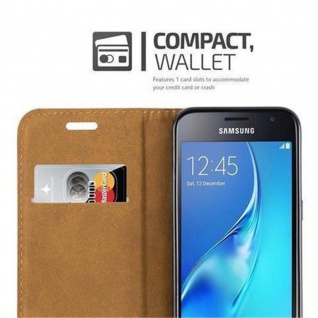 Cadorabo Hülle für Samsung Galaxy J1 2016 (6) - Hülle in HOLUNDER LILA - Handyhülle mit Standfunktion, Kartenfach und Textil-Patch - Case Cover Schutzhülle Etui Tasche Book Klapp Style - Vorschau 3