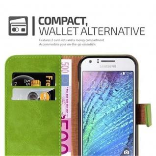 Cadorabo Hülle für Samsung Galaxy J1 2015 in GRAS GRÜN - Handyhülle mit Magnetverschluss, Standfunktion und Kartenfach - Case Cover Schutzhülle Etui Tasche Book Klapp Style - Vorschau 3