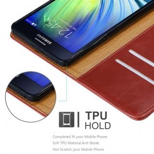 Cadorabo Hülle für Samsung Galaxy A7 2015 in WEIN ROT - Handyhülle mit Magnetverschluss, Standfunktion und Kartenfach - Case Cover Schutzhülle Etui Tasche Book Klapp Style - Vorschau 3