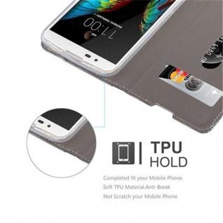 Cadorabo Hülle für LG K10 2016 in HELL GRAU BRAUN - Handyhülle mit Magnetverschluss, Standfunktion und Kartenfach - Case Cover Schutzhülle Etui Tasche Book Klapp Style - Vorschau 3