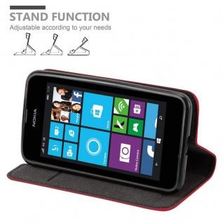 Cadorabo Hülle für Nokia Lumia 530 in APFEL ROT Handyhülle mit Magnetverschluss, Standfunktion und Kartenfach Case Cover Schutzhülle Etui Tasche Book Klapp Style - Vorschau 4