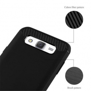 Cadorabo Hülle für Samsung Galaxy J7 2015 (5) - Hülle in BRUSHED SCHWARZ - Handyhülle aus TPU Silikon in Edelstahl-Karbonfaser Optik - Silikonhülle Schutzhülle Ultra Slim Soft Back Cover Case Bumper - Vorschau 5