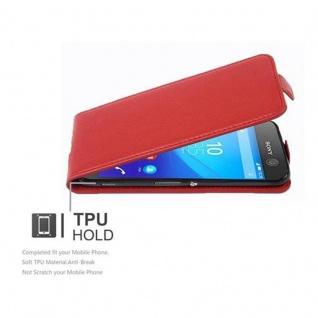 Cadorabo Hülle für Sony Xperia M5 in INFERNO ROT - Handyhülle im Flip Design aus strukturiertem Kunstleder - Case Cover Schutzhülle Etui Tasche Book Klapp Style - Vorschau 4