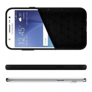Cadorabo Hülle für Samsung Galaxy J7 2015 (5) - Hülle in BRUSHED SCHWARZ - Handyhülle aus TPU Silikon in Edelstahl-Karbonfaser Optik - Silikonhülle Schutzhülle Ultra Slim Soft Back Cover Case Bumper - Vorschau 4