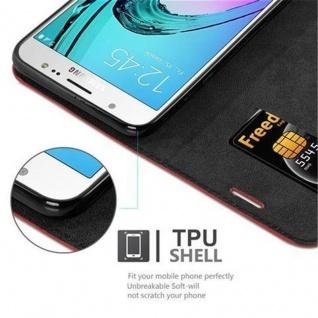 Cadorabo Hülle für Samsung Galaxy J7 2016 in APFEL ROT - Handyhülle mit Magnetverschluss, Standfunktion und Kartenfach - Case Cover Schutzhülle Etui Tasche Book Klapp Style - Vorschau 3