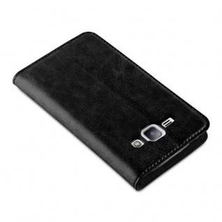 Cadorabo Hülle für Samsung Galaxy J1 2015 in NACHT SCHWARZ - Handyhülle mit Magnetverschluss, Standfunktion und Kartenfach - Case Cover Schutzhülle Etui Tasche Book Klapp Style - Vorschau 4