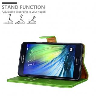 Cadorabo Hülle für Samsung Galaxy A7 2015 in GRAS GRÜN - Handyhülle mit Magnetverschluss, Standfunktion und Kartenfach - Case Cover Schutzhülle Etui Tasche Book Klapp Style - Vorschau 4