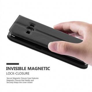 Cadorabo Hülle für Samsung Galaxy J1 2015 in KOMETEN SCHWARZ ? Handyhülle mit Magnetverschluss, Standfunktion und 2 Sichtfenstern ? Case Cover Schutzhülle Etui Tasche Book Klapp Style - Vorschau 4