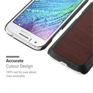 Cadorabo Hülle für Samsung Galaxy J1 2015 in WOODY KAFFEE ? Hardcase Handyhülle aus Plastik gegen Kratzer und Stöße ? Schutzhülle Bumper Ultra Slim Back Case Hard Cover - Vorschau 4