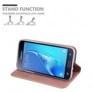Cadorabo Hülle für Samsung Galaxy J3 2016 in CLASSY ROSÉ GOLD - Handyhülle mit Magnetverschluss, Standfunktion und Kartenfach - Case Cover Schutzhülle Etui Tasche Book Klapp Style - Vorschau 4