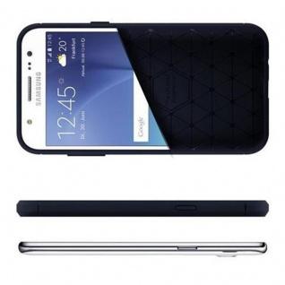 Cadorabo Hülle für Samsung Galaxy J7 2015 (5) - Hülle in BRUSHED BLAU - Handyhülle aus TPU Silikon in Edelstahl-Karbonfaser Optik - Silikonhülle Schutzhülle Ultra Slim Soft Back Cover Case Bumper - Vorschau 4