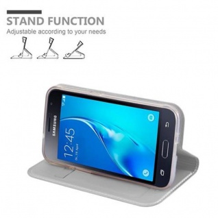 Cadorabo Hülle für Samsung Galaxy J1 2016 in CLASSY SILBER - Handyhülle mit Magnetverschluss, Standfunktion und Kartenfach - Case Cover Schutzhülle Etui Tasche Book Klapp Style - Vorschau 4