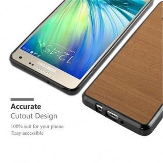 Cadorabo Hülle für Samsung Galaxy A3 2015 in WOODEN BRAUN - Handyhülle aus flexiblem TPU Silikon - Silikonhülle Schutzhülle Ultra Slim Soft Back Cover Case Bumper - Vorschau 5