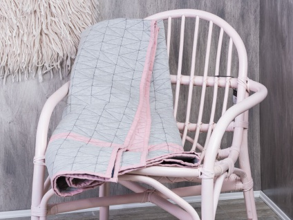 Bloomingville Quilt hellgrau rosa. Tagesdecke grau pink. Throw Baumwolle 130x170