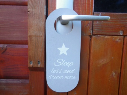 Türschild Sleep less and dream more mit Sternen grau weiß Nicht stören Holzschil