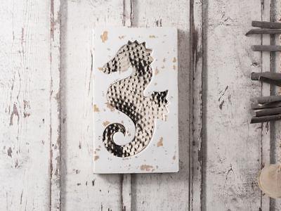 Wandbild Seepferdchen weiß Deko Objekt Schild Vintage Holz Metall